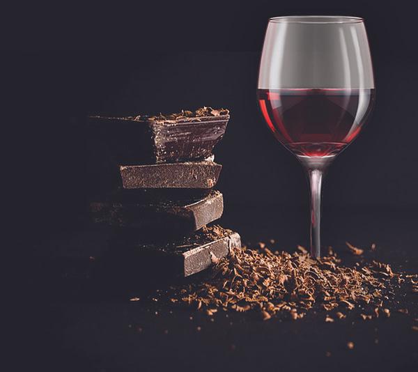 Chocolate & Wine Gift: Red Wine and Dark Chocolate
